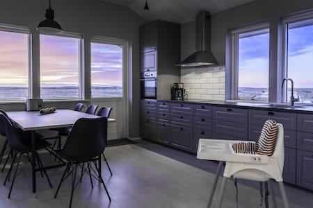 Brand New Luxury 3 Bedroom Cabin at Bryggjur