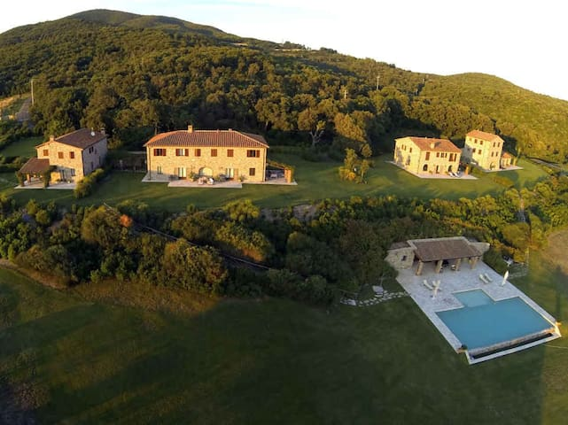 La Lepraia - High Standard Property on wide Estate - Castellina Marittima - บ้าน