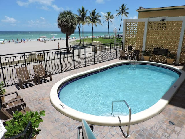 Oceanfront 1/1 for 4 Guests, Pool & Beach