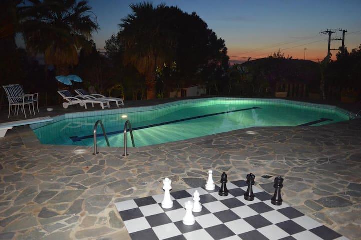 Villa Suites Lagonisi Luxury