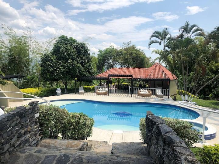 Casa con piscina y zona de BBQ en la Mesa Cundinamarca