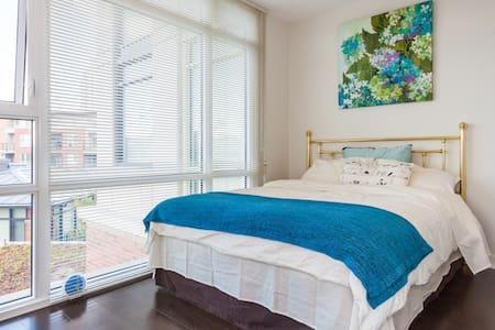 Bright New Suite near Airport/Restaurants/Shops - Apartment