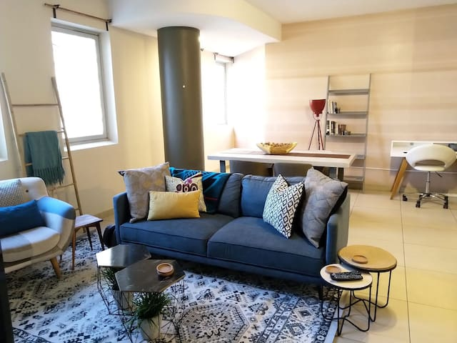 Stylish, Modern  Jo'burg Apartment