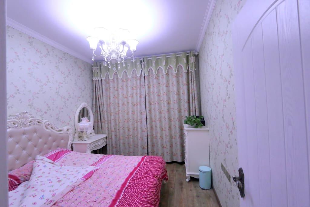 房间1:1800*2000