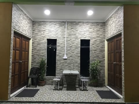 Anique Homestay - near Mantanani jetty (Queen bed)