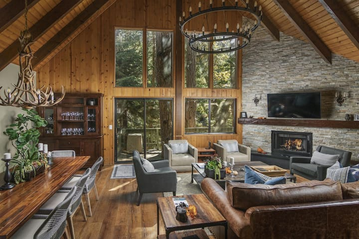 Treetop Cabin | Luxury 3BD/2BA, Sleeps 8, Dock, In Village