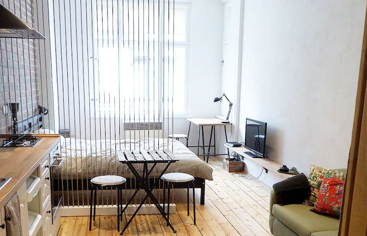 Cozy and modern studio near the touristic center.