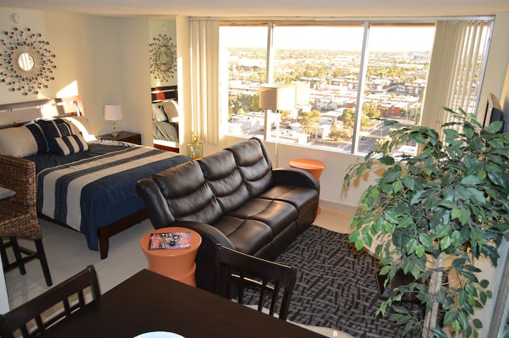 Penthouse Studio near the Strip/Convention Center