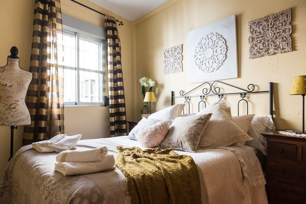 Dormitorio principal/double bed bredroom.