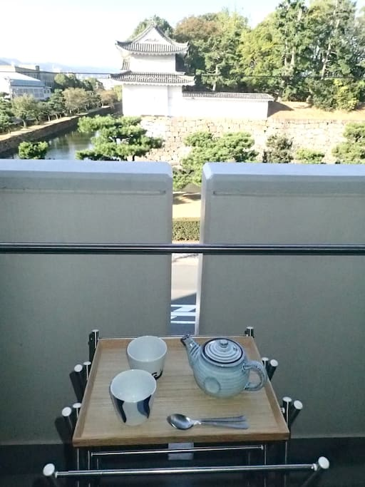 Tea on the balcony as you gaze on Nijo Castle. (Also works with beer ;-) Just lean on the balcony edge and watch Kyoto go by. (Use the tray to hold your tea cups or glasses, not the balcony edge!! Please!!)