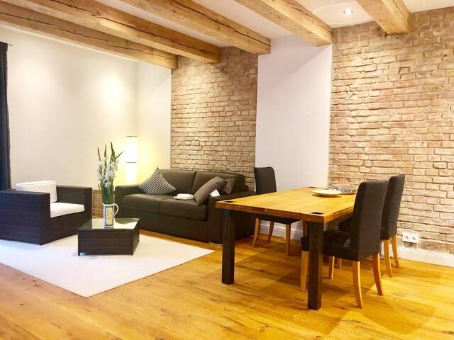 Remise Apartment 2 mit Terrasse und Gartenblick