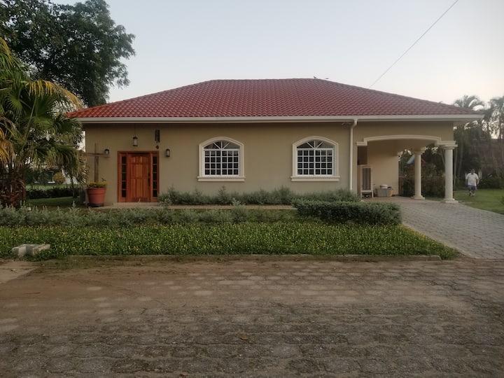 Casa Colibri- Hummingbird House