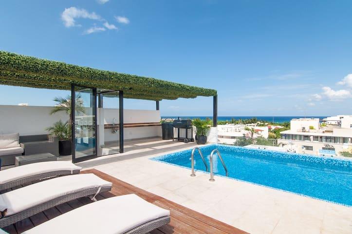 Ocean views from rooftop pool ⭐ Mamitas Beach Area