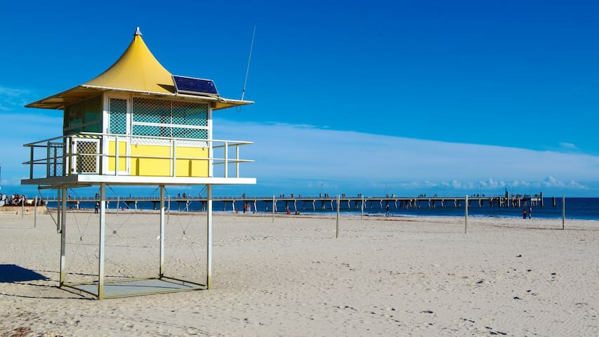 PREMIER BEACH SIDE LOCATION - GLENELG