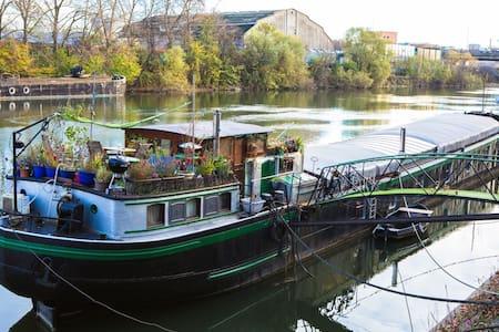 """Charmante péniche """"loft artiste"""" à 15 mn de Paris - Villeneuve-la-Garenne - Boat"""