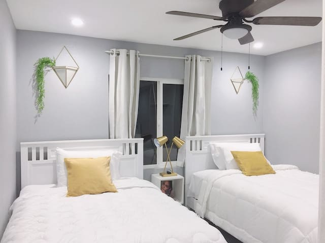 Private 2 Bedrooms Guest Suite Pool & Cal King Bed