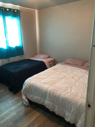 GJ BASE CAMP; Relaxing 1bd just 1 min from CMU