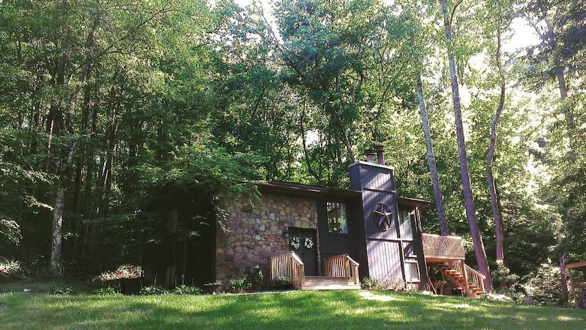 2 Bdrm, Private Floor / Designer Home in the Woods