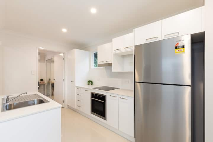Modern and air-conditioned! Experienced Host!