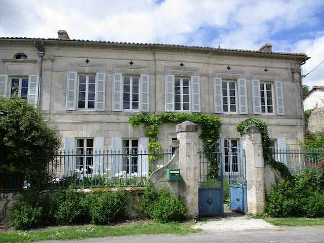 Renovated watermill, Charente Maritime - Champagnac - House