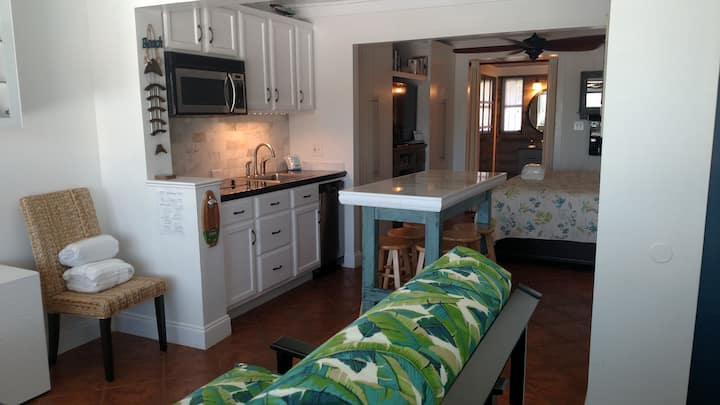 Updated Condo 220 Wrightsville Beach Bridge – Walk to Dockside, Mellow, Poe's