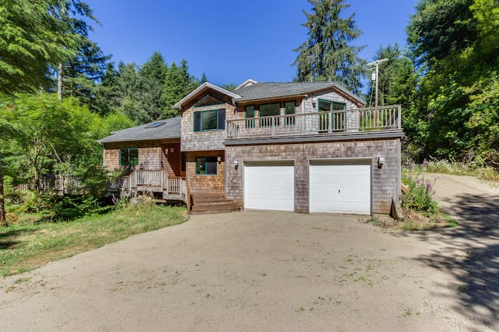 Luxury riverfront home w/ several acres, a hot tub & swimming holes - dogs OK!