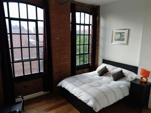 Stunning 2 bed flat in former Victorian factory