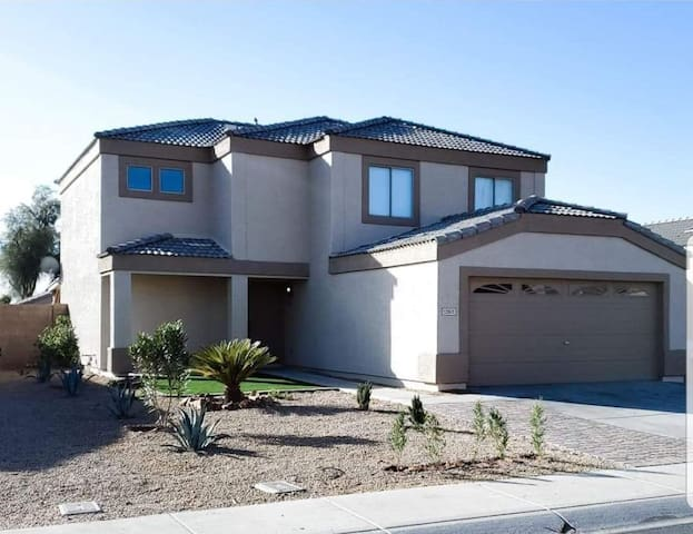 Room for two in El Mirage