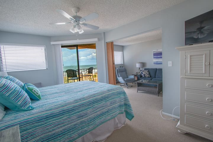 Comfy Oceanfront Condo W/ Pool , Come relax!