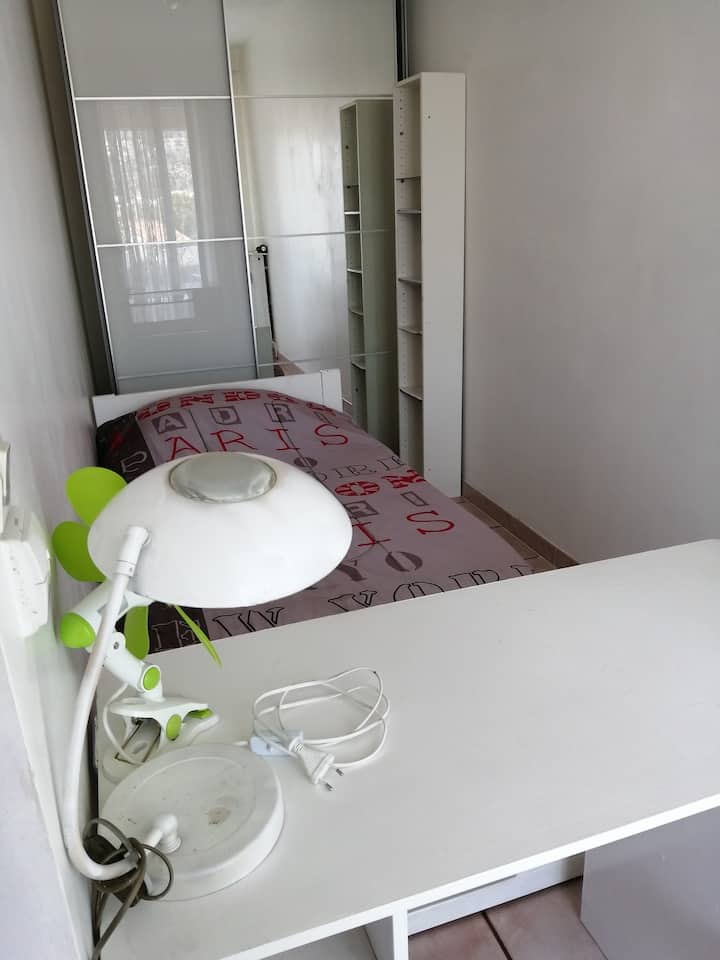 Ptite chambre 1 lit 1 place Toulon minimum3 nuits