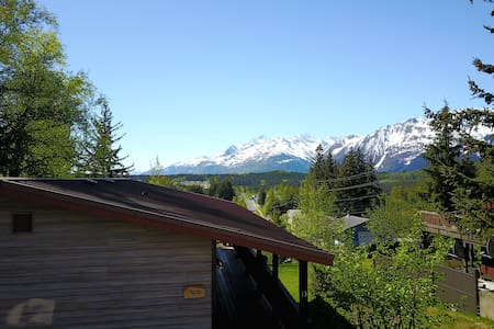 Ripinski Retreat, BBQ, washer/dryer, mountain view