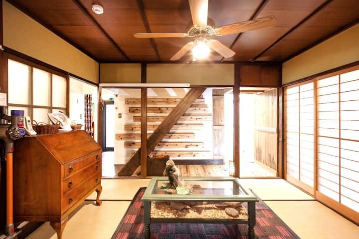 Build 50 years old Japanese house w/secret garden