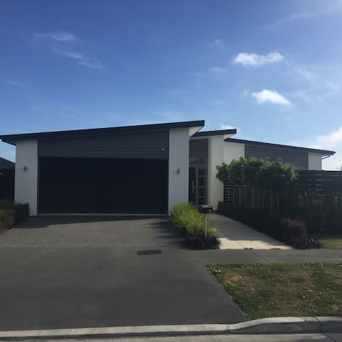 Contemporary, 15mins airport & city - Christchurch - Casa