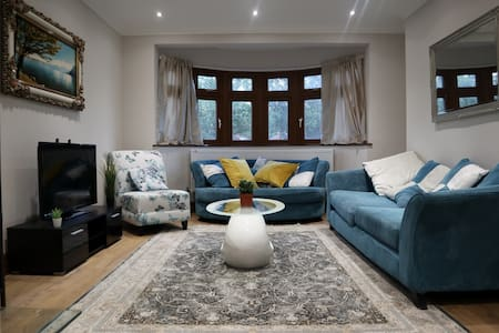 Wembley Central Private Room in Luxury Home