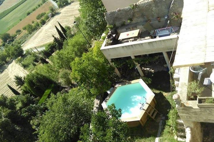 Chambre-balcon sur le Luberon, superbe vue,piscine