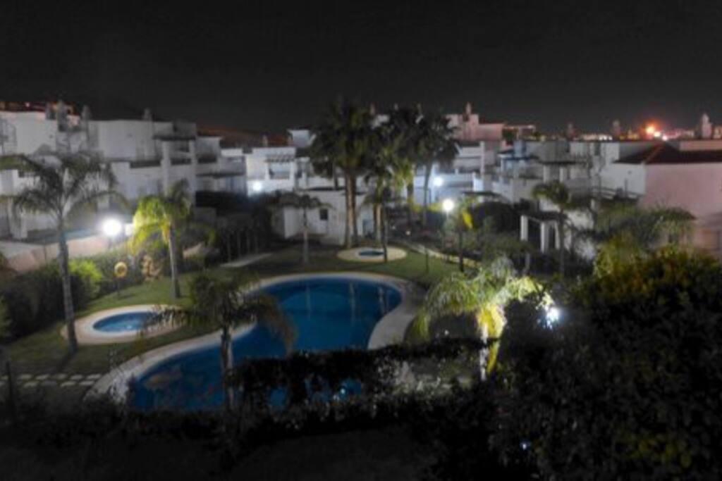 Noche de verano en la urbanización