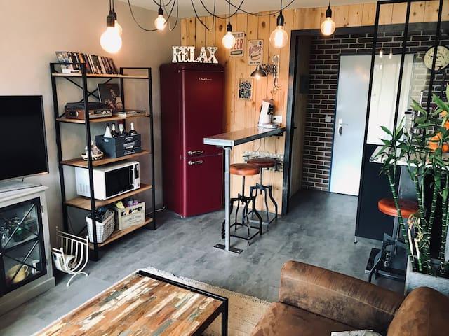 Petit appartement stylé indus cosy et lumineux