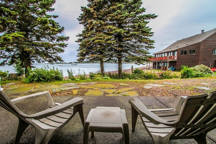 Cobblestone Cove Unit 4 is a Lake Superior vacation condo with the look and feel of luxury and comfort for a perfect Grand Marais vacation destination.