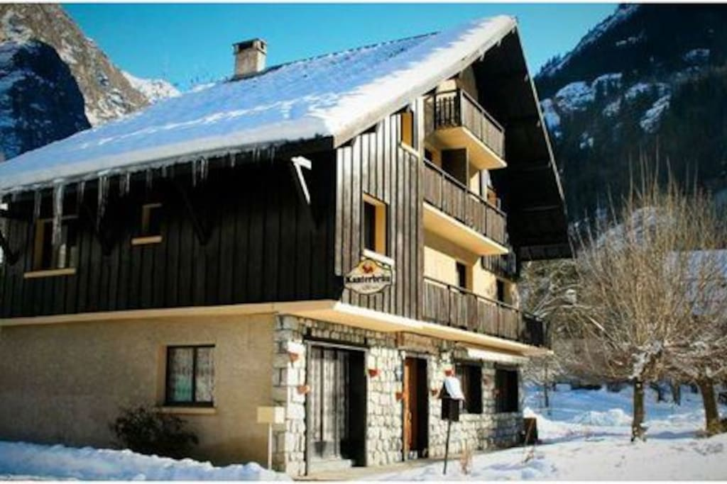 Chalet in winter just 400 meters from ski lift link to Les Deux Alpes