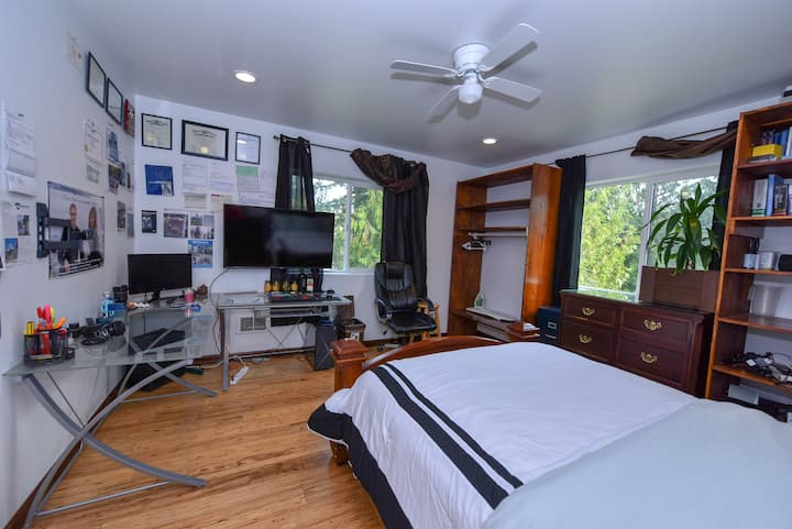 office bedroom in new contemporary home