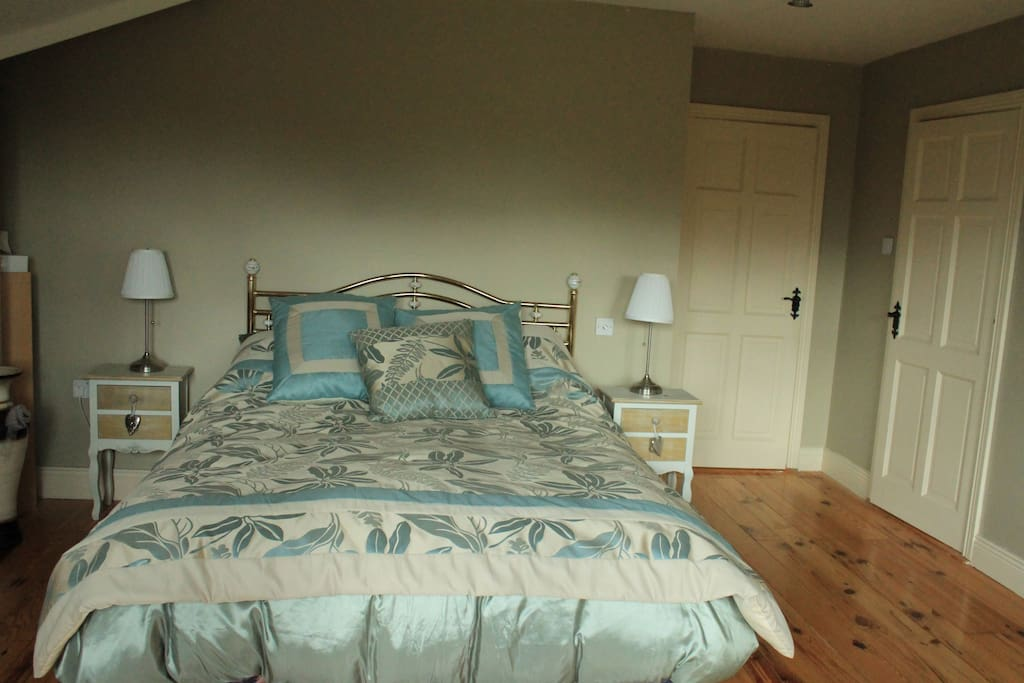 A room with a view of Brandon Mountain  ,   beach 5 mins away Dingle closeby