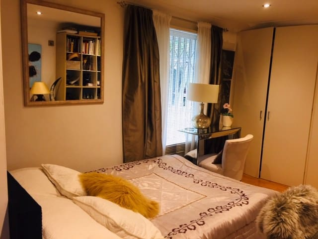 A Stylish Cosy Double Room Close to City Centre