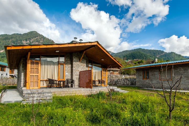 located in an apple orchard - Manali - Penzion (B&B)
