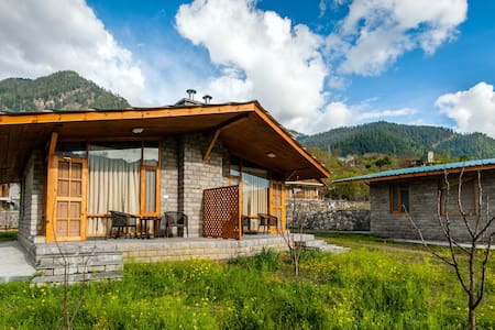 located in an apple orchard - Manali - Bed & Breakfast