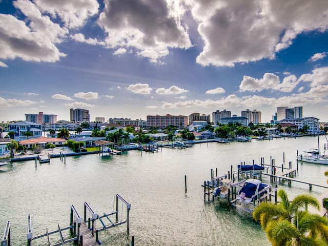 Brightwater Townhouse 2 Stunning Waterfront Townhome With Private Rooftop Deck, 5 Mins Walk to the Beach