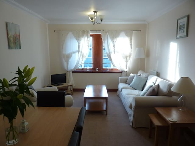 Spacious Apartment 7 Mins from Old Course