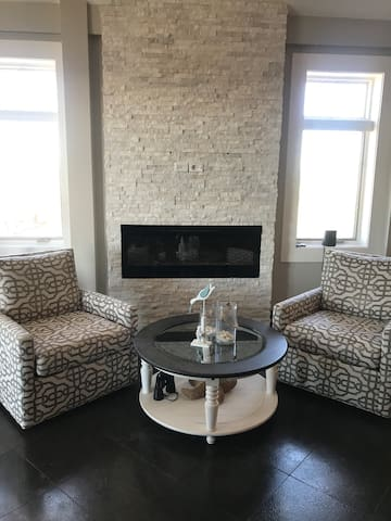 Luxury waterfront condo in the heart of downtown!
