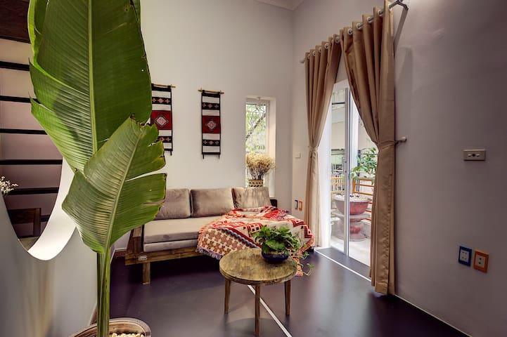 Lovely Balcony Studio in Food Street, HoanKiemLake