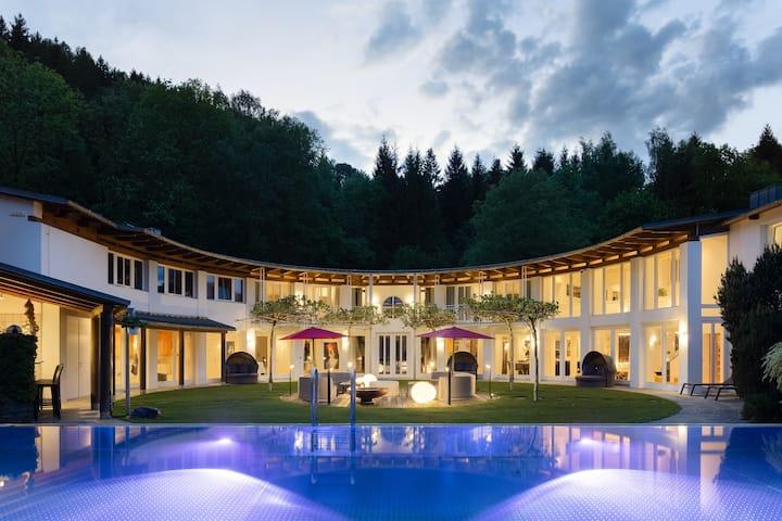 Designferienhaus  Privat Villa  Pool+Park+Tennis