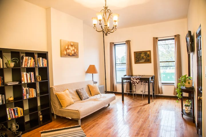 Spacious 2 BR Clinton Hill Apartment-Brooklyn, NY